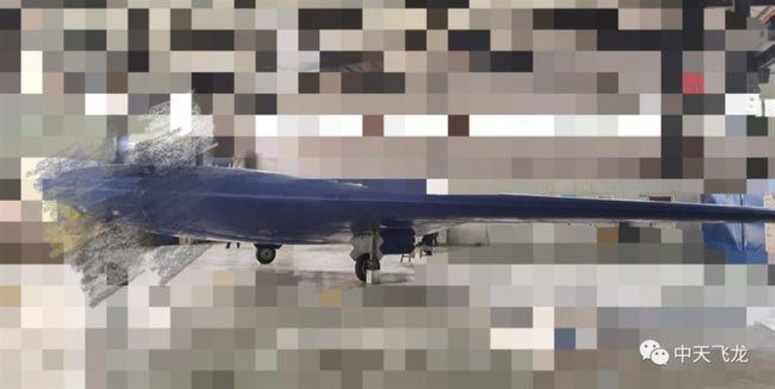Trung Quoc lo UAV Phi Long-2: Ngoai hinh giong B-2 My va S-70 Nga-Hinh-2