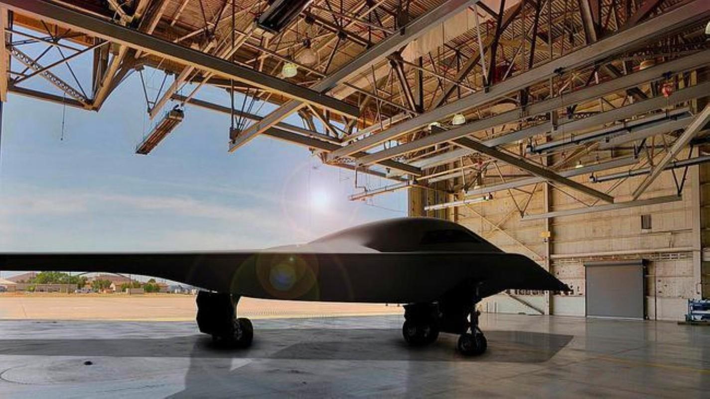 Trung Quoc lo UAV Phi Long-2: Ngoai hinh giong B-2 My va S-70 Nga