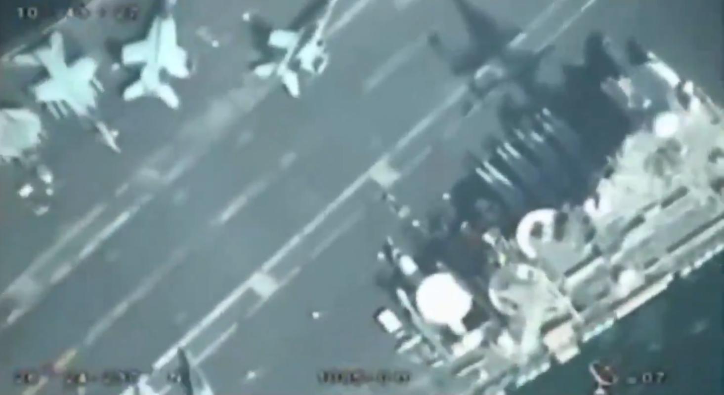 UAV Iran bay tren dau quay phim, tau san bay My khong hay biet-Hinh-4