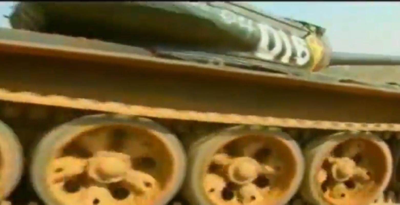 Mau xe tang T-54 doc nhat vo nhi Viet Nam dang so huu