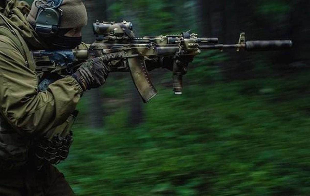 Su that man doi dau giua sung truong tan cong AK-12 Nga va ao giap My-Hinh-10