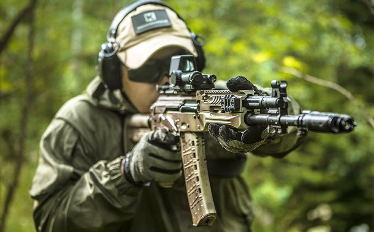 Su that man doi dau giua sung truong tan cong AK-12 Nga va ao giap My-Hinh-14