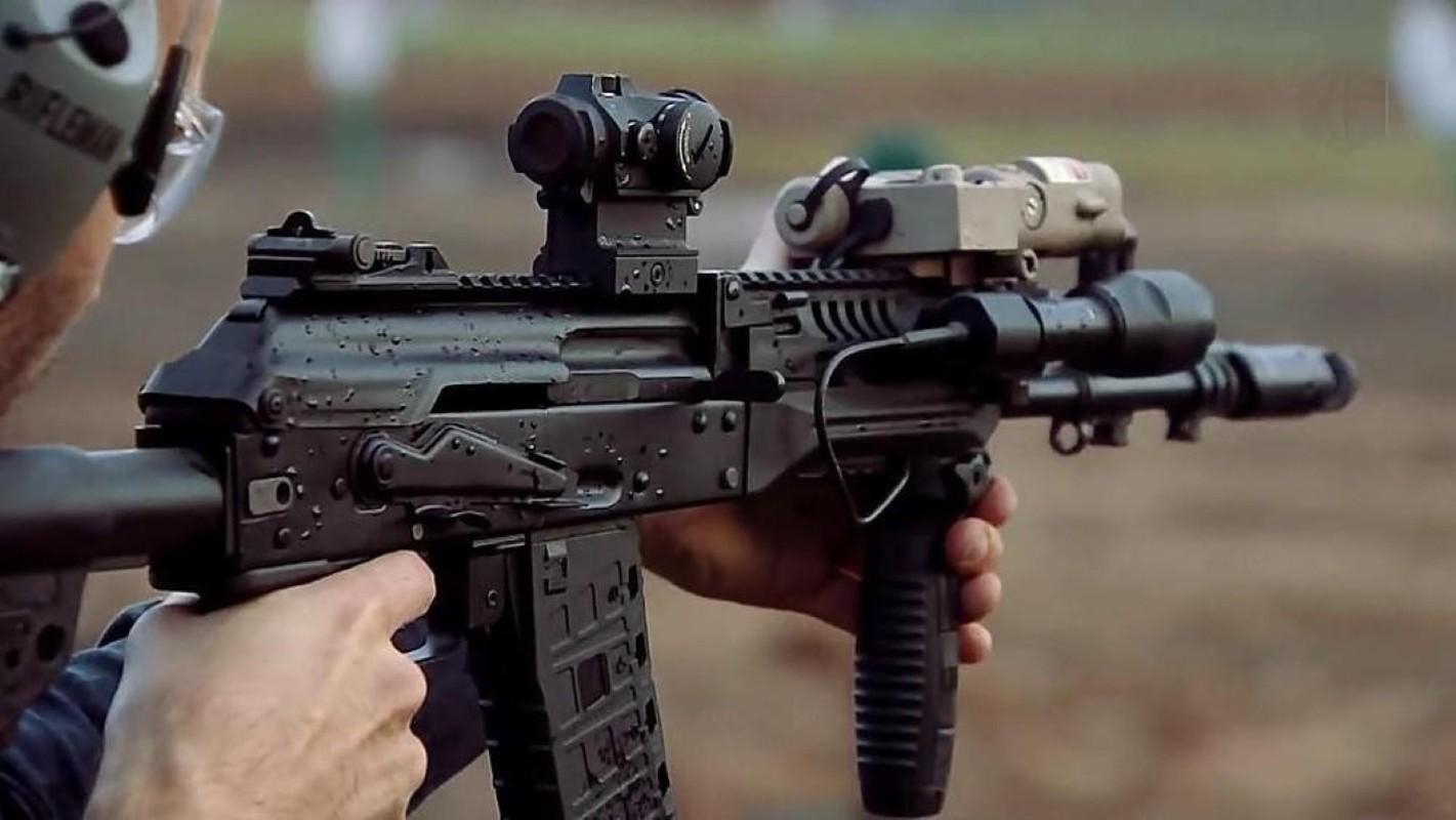 Su that man doi dau giua sung truong tan cong AK-12 Nga va ao giap My-Hinh-16
