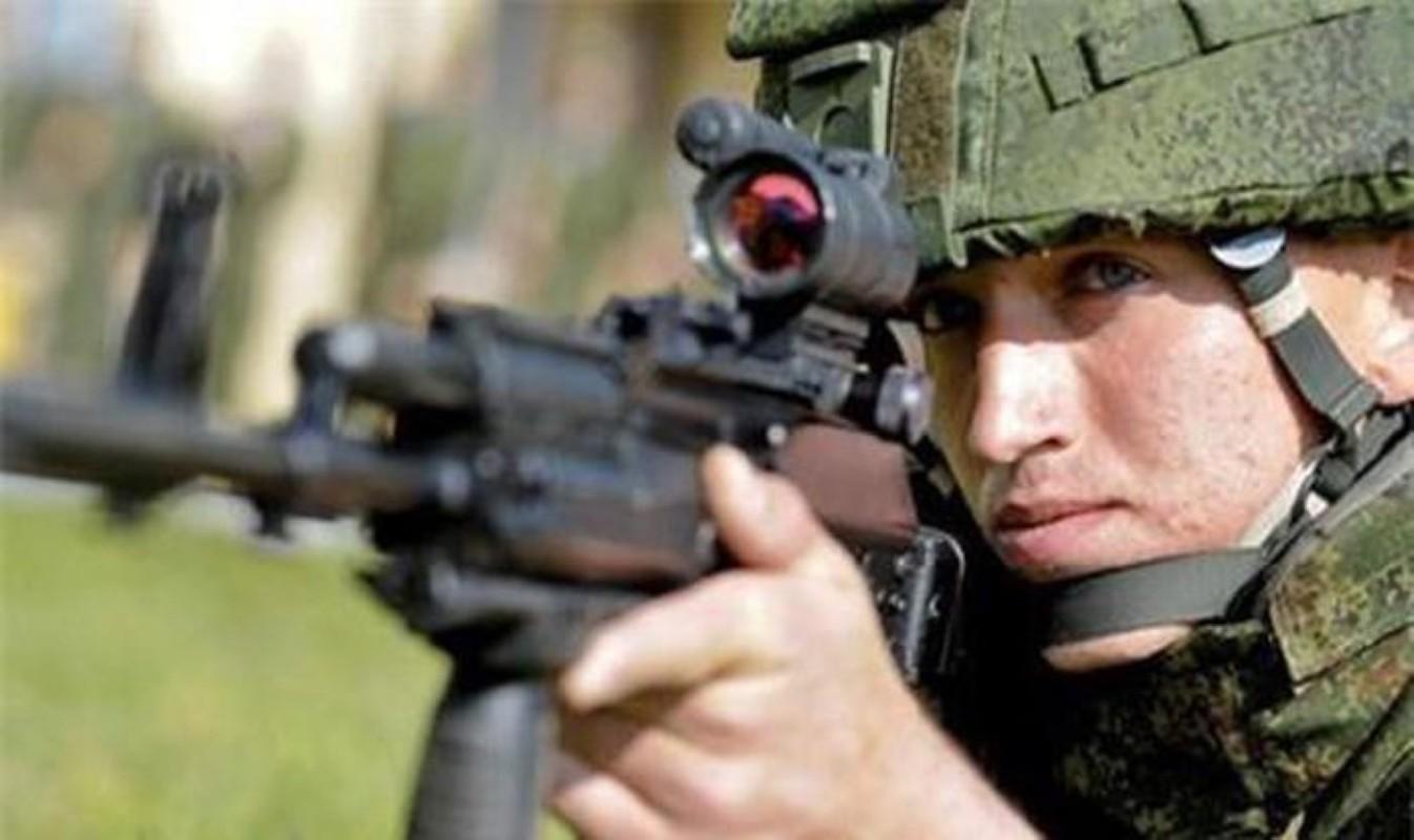 Su that man doi dau giua sung truong tan cong AK-12 Nga va ao giap My-Hinh-17