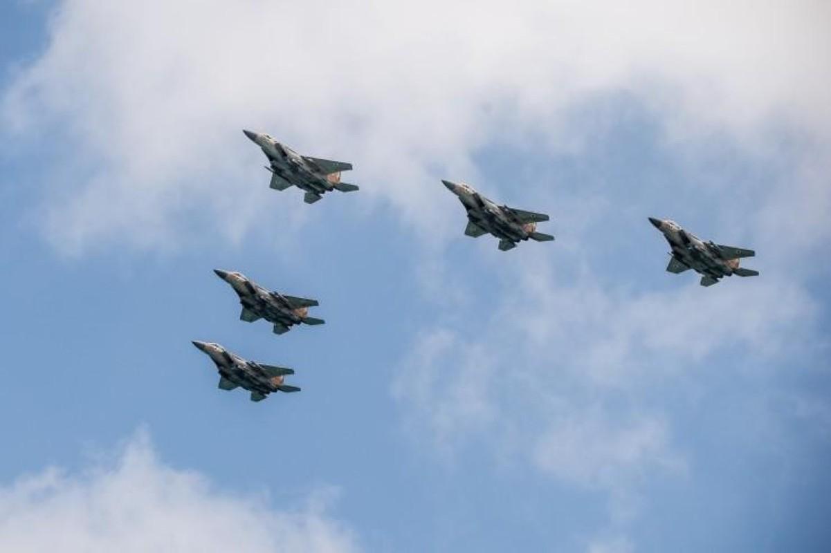 Israel lien tiep tan cong muc tieu Iran gan can cu quan su Nga-Hinh-10