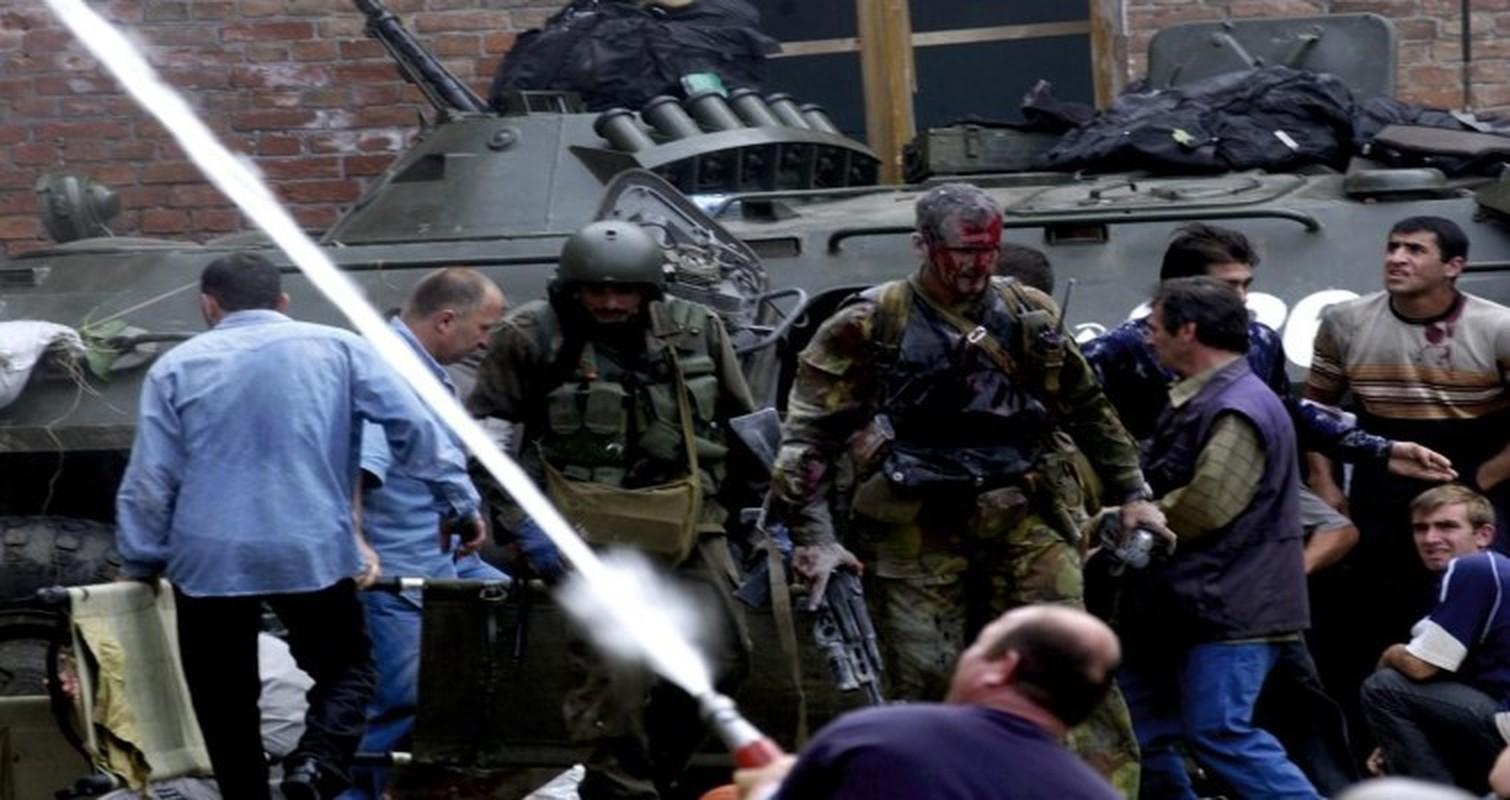 Ky uc kinh hoang ve vu khung bo truong hoc Beslan o Nga-Hinh-11