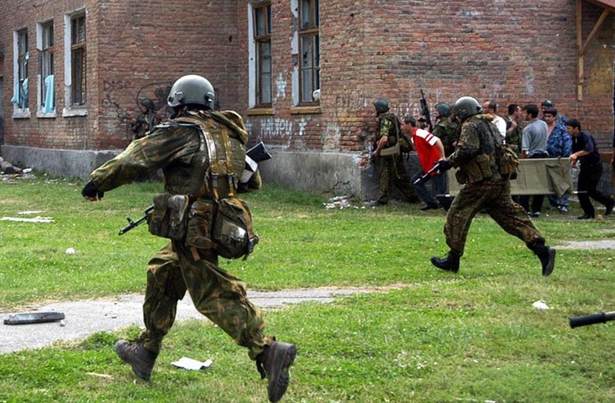 Ky uc kinh hoang ve vu khung bo truong hoc Beslan o Nga-Hinh-12
