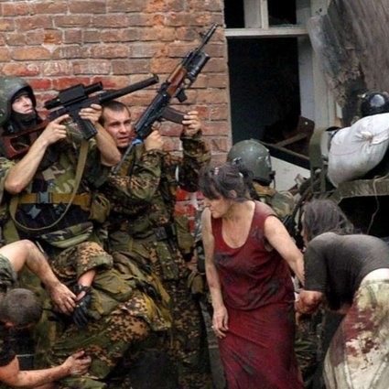 Ky uc kinh hoang ve vu khung bo truong hoc Beslan o Nga-Hinh-4
