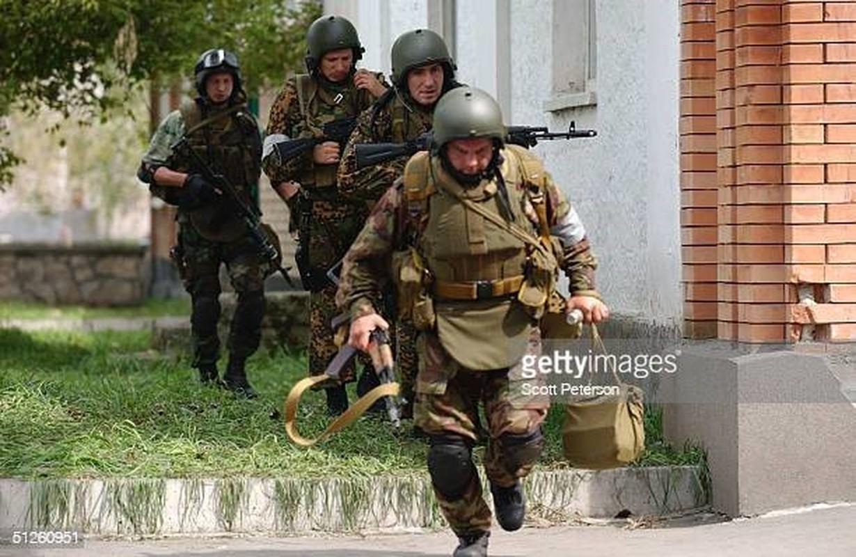 Ky uc kinh hoang ve vu khung bo truong hoc Beslan o Nga-Hinh-5