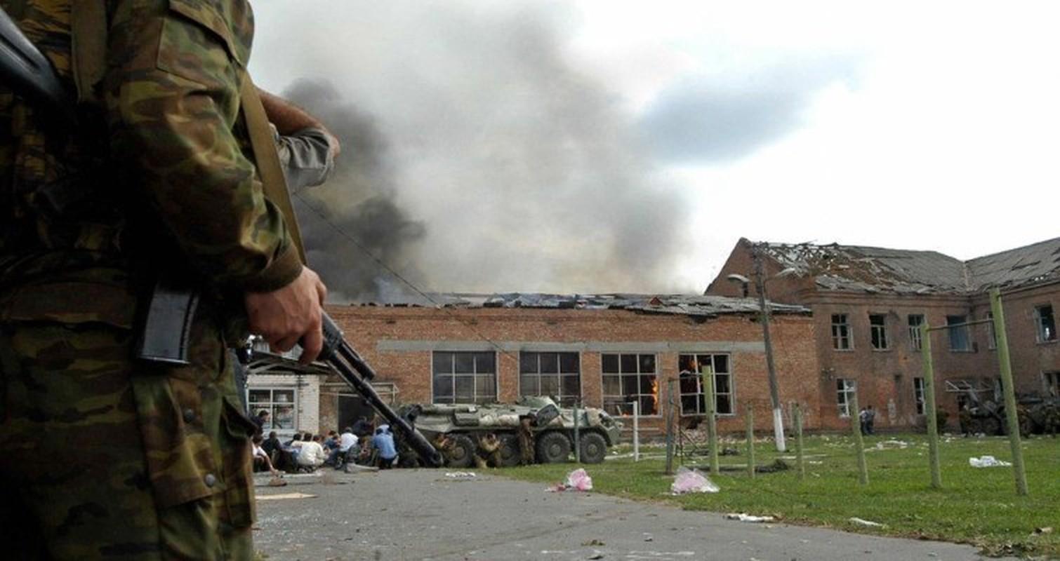 Ky uc kinh hoang ve vu khung bo truong hoc Beslan o Nga-Hinh-6