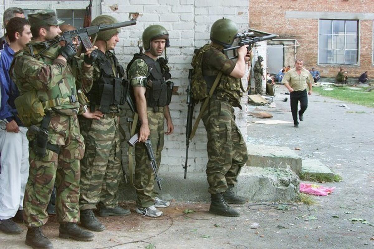 Ky uc kinh hoang ve vu khung bo truong hoc Beslan o Nga-Hinh-7