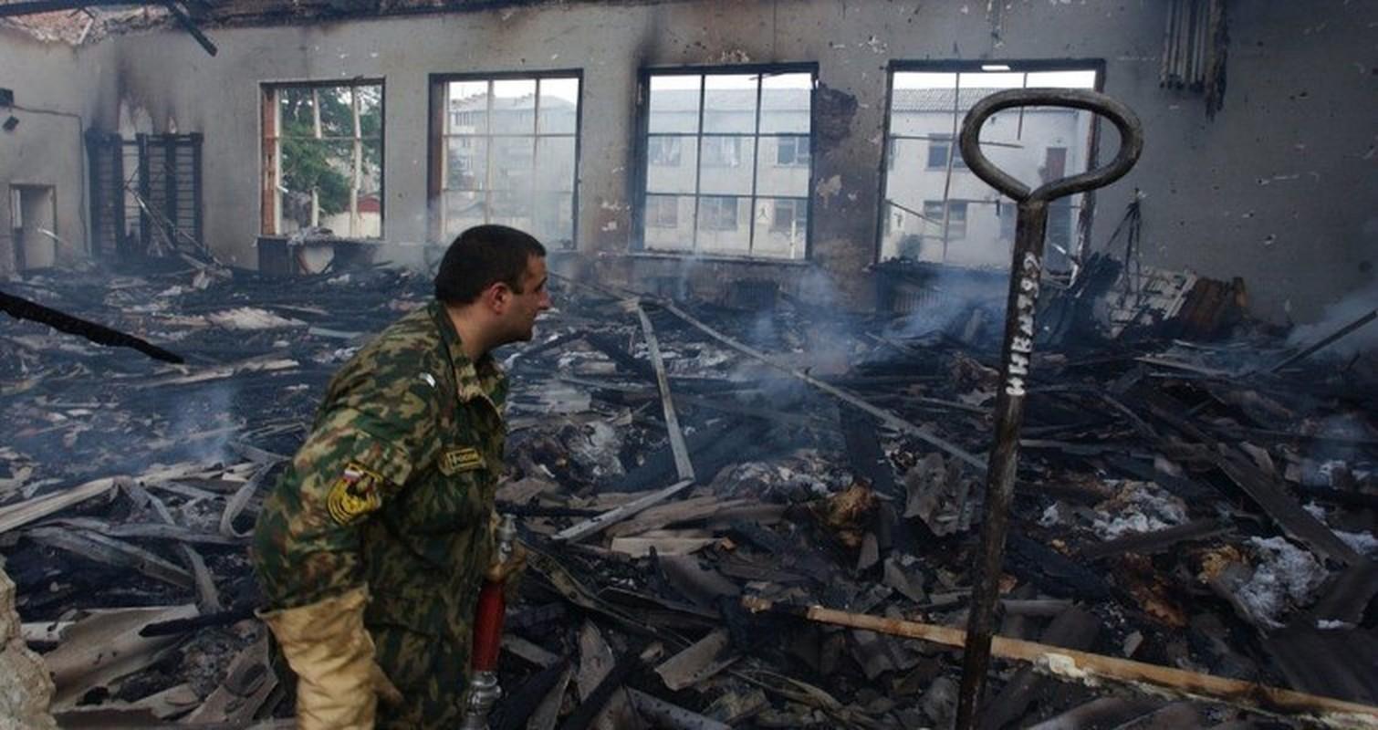 Ky uc kinh hoang ve vu khung bo truong hoc Beslan o Nga