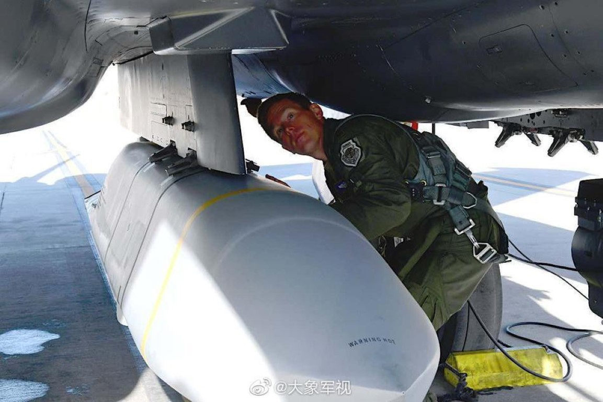 Tiem kich F-15E gay soc khi mang cung luc 5 ten lua tang hinh nang 1 tan-Hinh-12