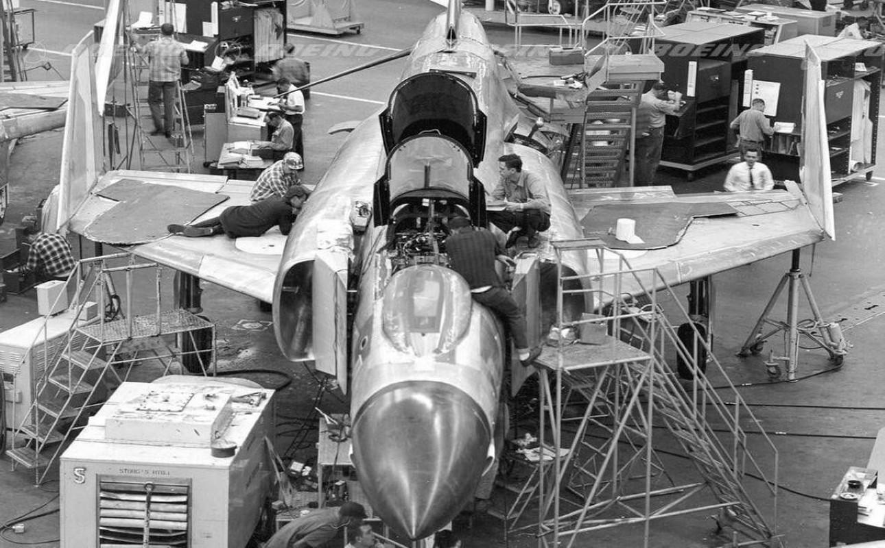 F-4E Phantom II, cu sua sai cua My sau khi rung toi ta tren bau troi Viet Nam-Hinh-11