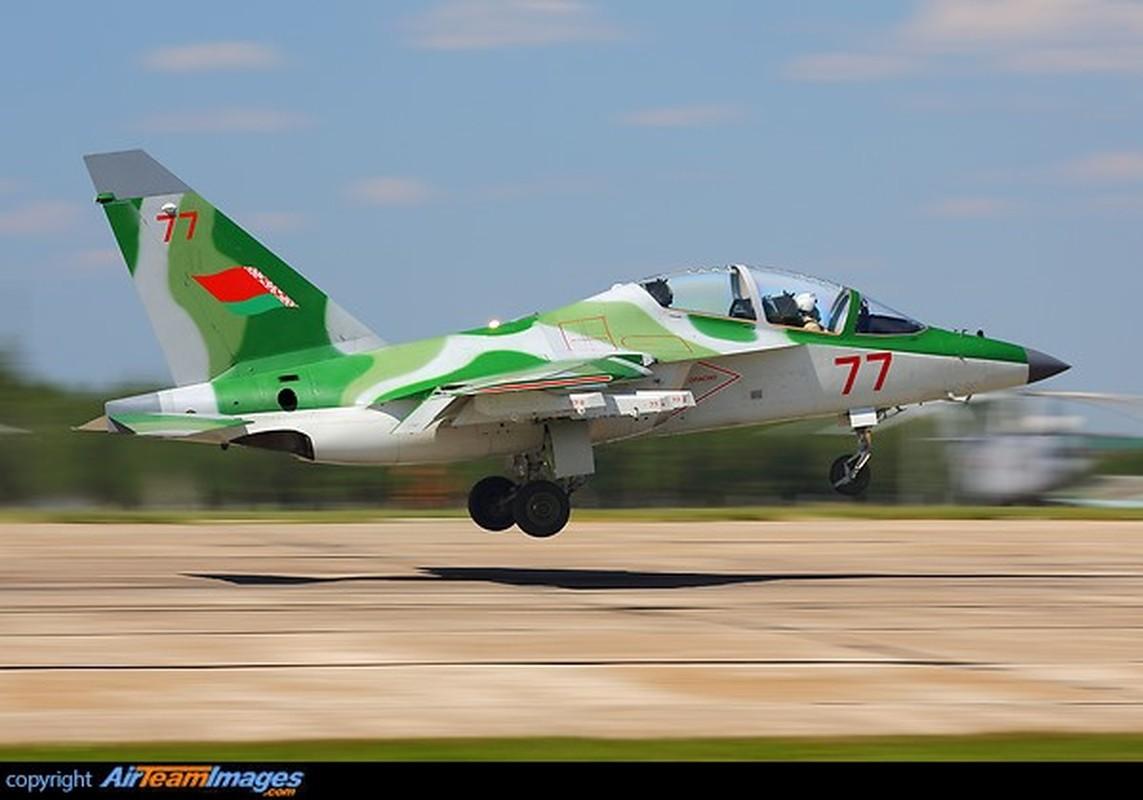 Hien truong huan luyen co Yak-130 roi o Belarus, khong ai song sot-Hinh-10