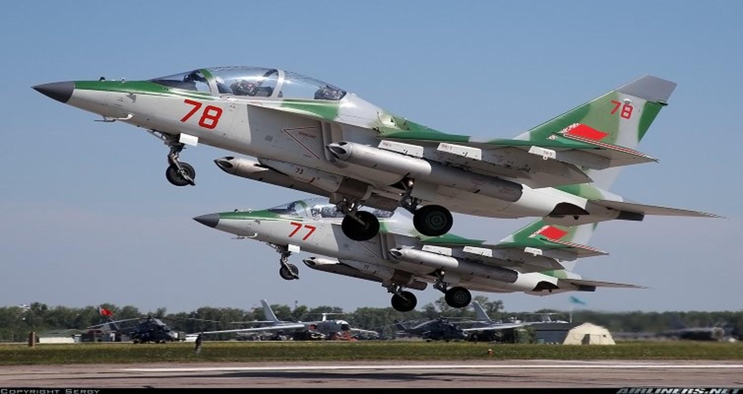 Hien truong huan luyen co Yak-130 roi o Belarus, khong ai song sot-Hinh-11