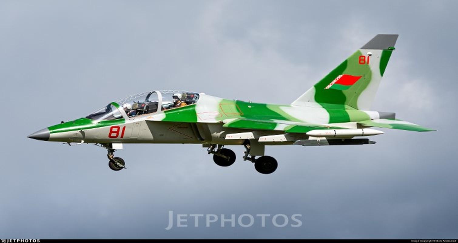 Hien truong huan luyen co Yak-130 roi o Belarus, khong ai song sot-Hinh-4
