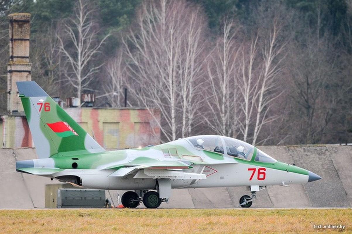 Hien truong huan luyen co Yak-130 roi o Belarus, khong ai song sot-Hinh-6