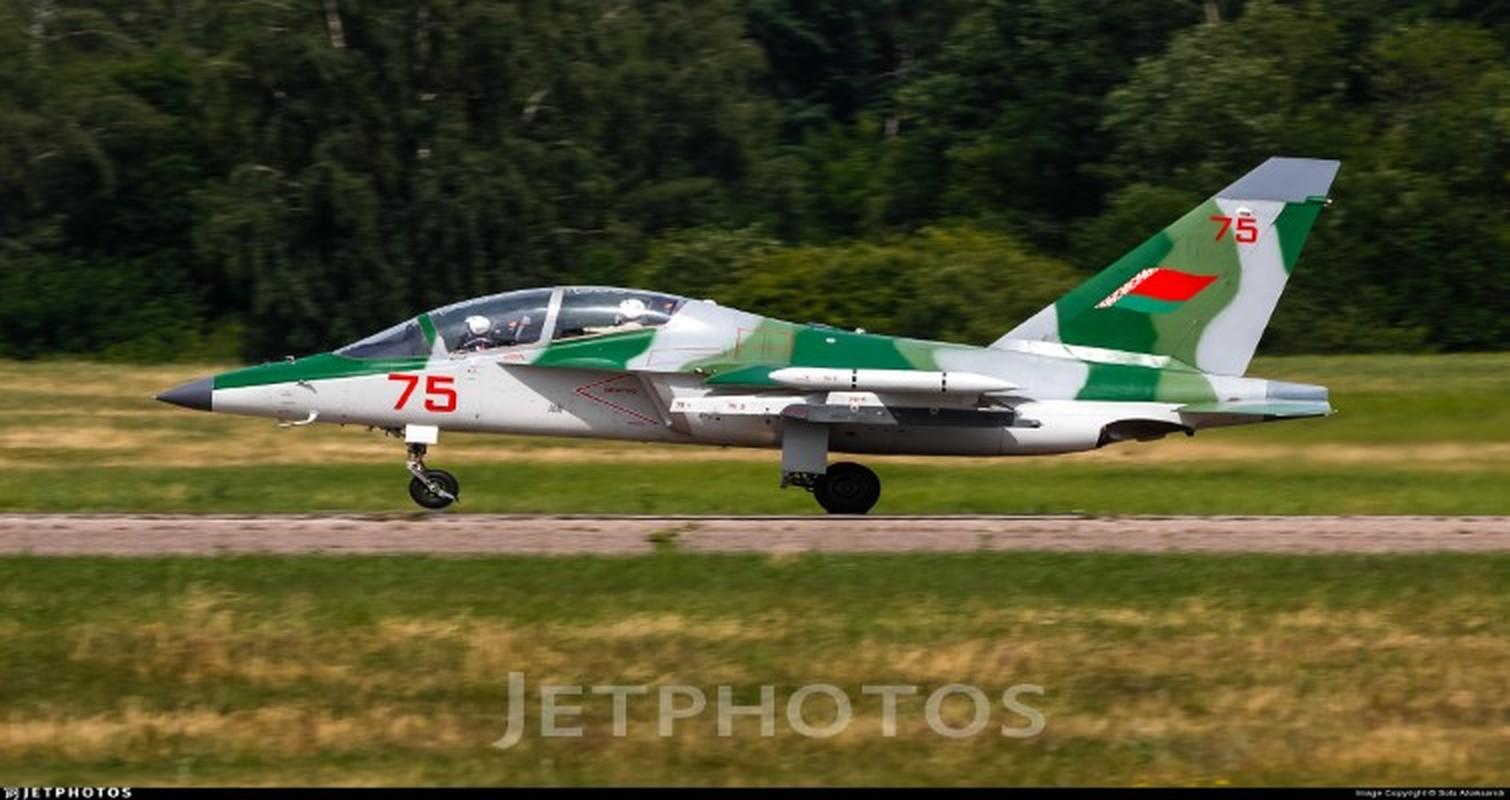 Hien truong huan luyen co Yak-130 roi o Belarus, khong ai song sot-Hinh-7