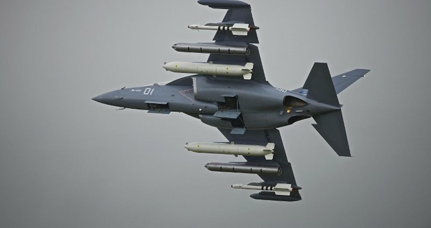 Hien truong huan luyen co Yak-130 roi o Belarus, khong ai song sot-Hinh-8