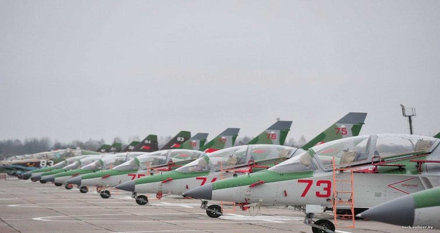 Hien truong huan luyen co Yak-130 roi o Belarus, khong ai song sot-Hinh-9