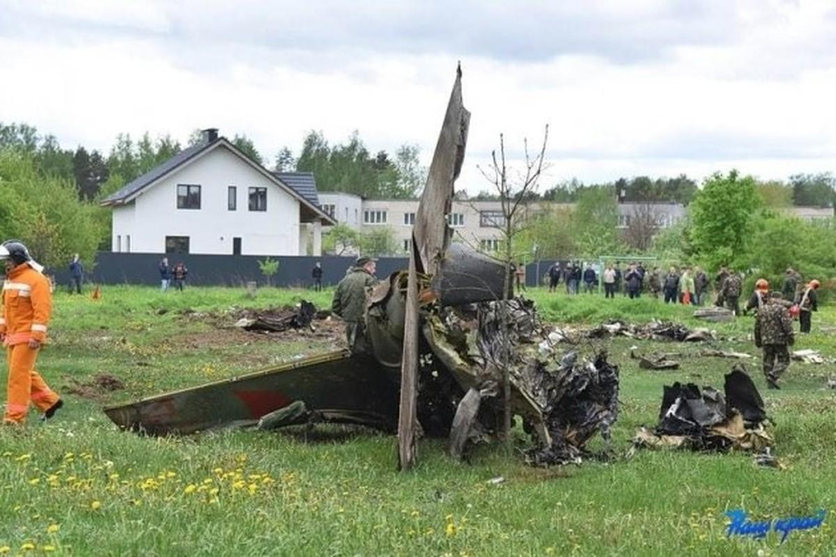 Hien truong huan luyen co Yak-130 roi o Belarus, khong ai song sot