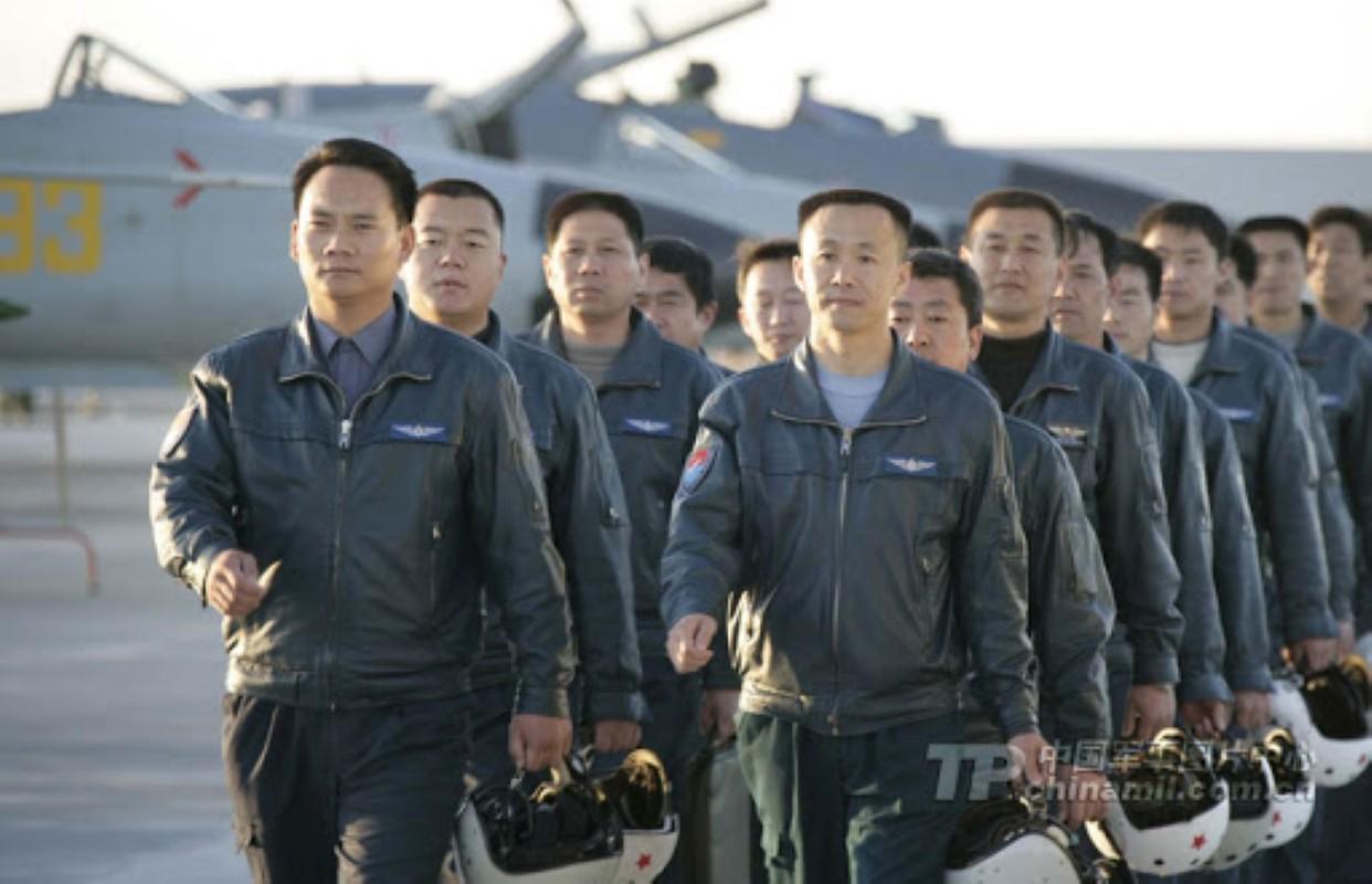 Luong cua linh Trung Quoc: Cao chot vot nhung van thieu quan-Hinh-5
