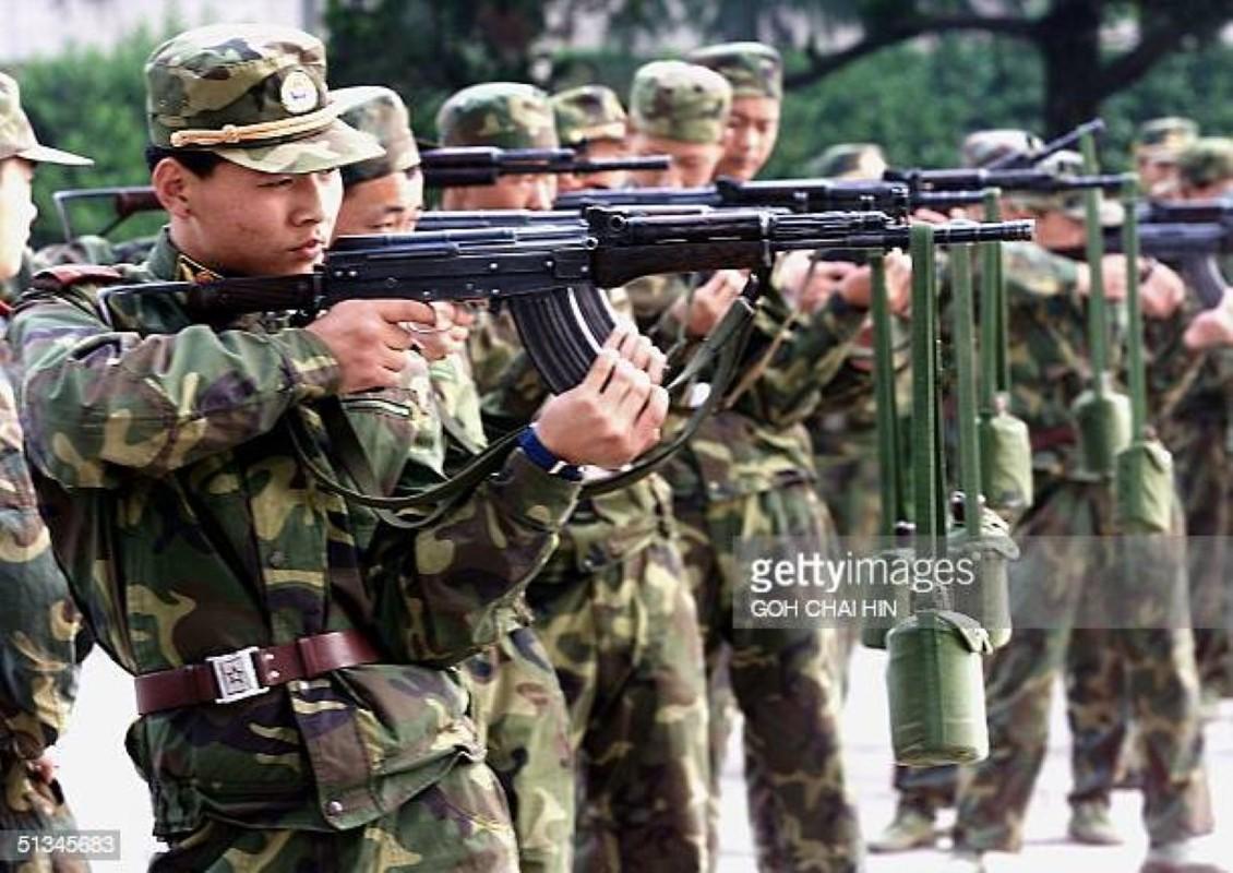 Luong cua linh Trung Quoc: Cao chot vot nhung van thieu quan-Hinh-8