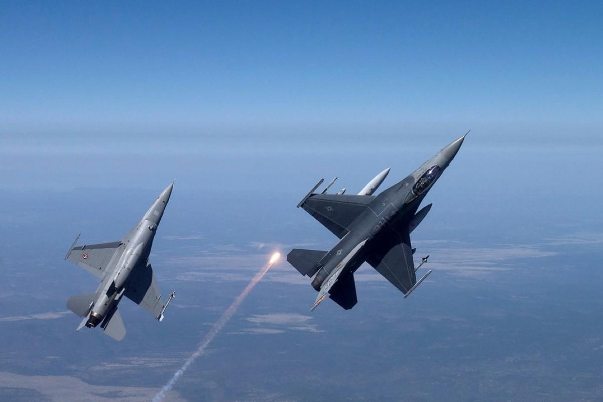Hai quan My ha cap, doi tu F/A-18 thanh F-16 cho tiet kiem-Hinh-12