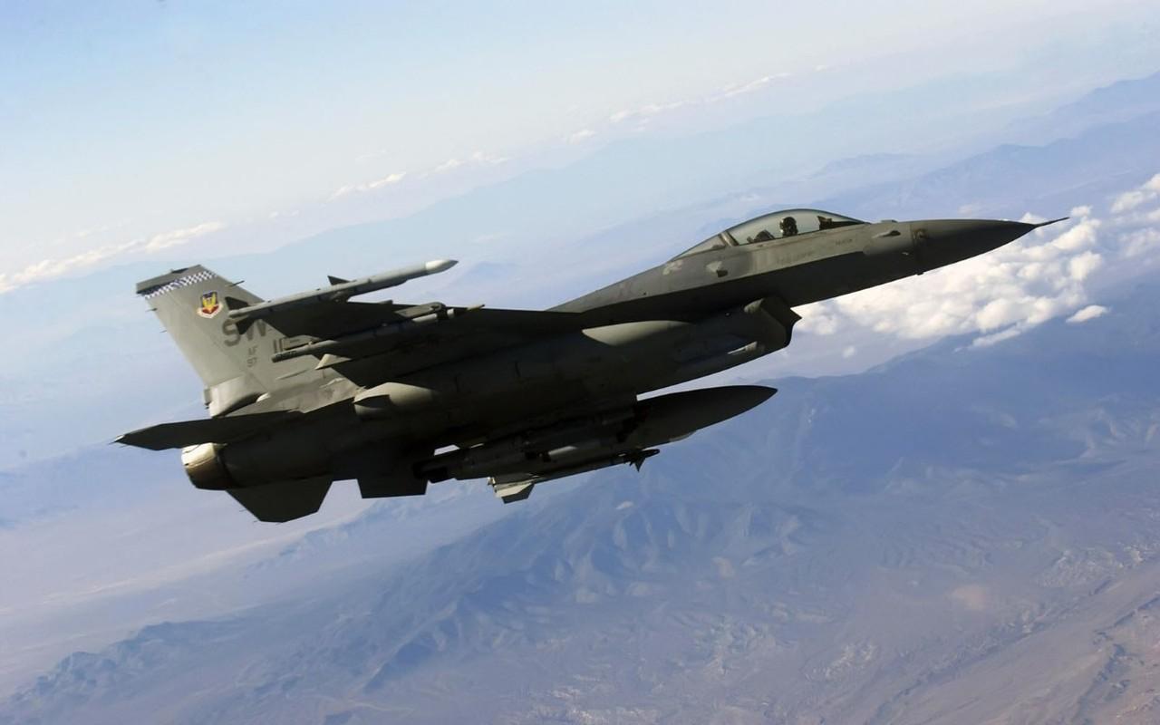 Hai quan My ha cap, doi tu F/A-18 thanh F-16 cho tiet kiem-Hinh-3