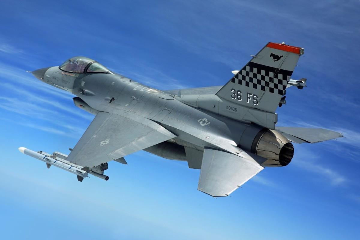 Hai quan My ha cap, doi tu F/A-18 thanh F-16 cho tiet kiem-Hinh-4