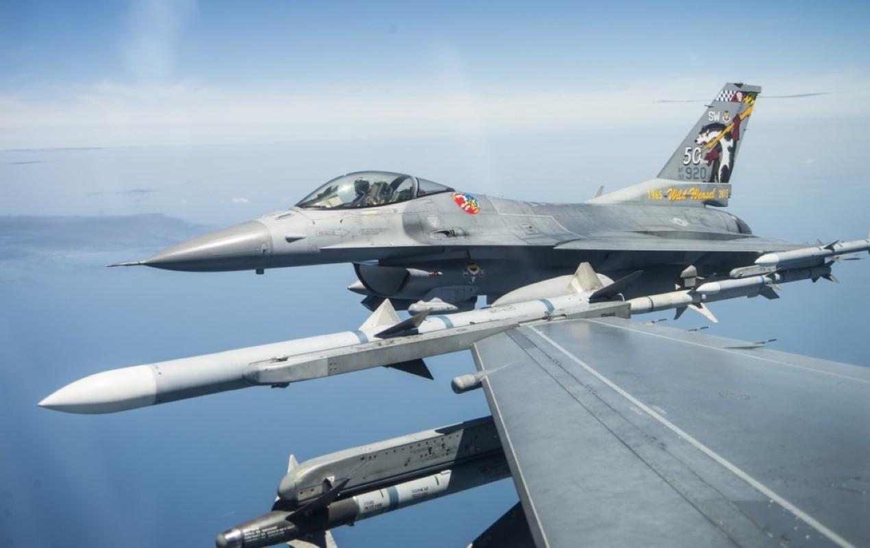 Hai quan My ha cap, doi tu F/A-18 thanh F-16 cho tiet kiem-Hinh-7