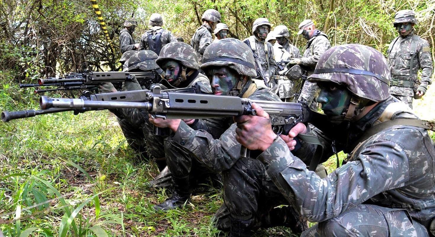 Khau sung truong phuong Tay la doi thu cua AK-47 trong Chien tranh Lanh-Hinh-11
