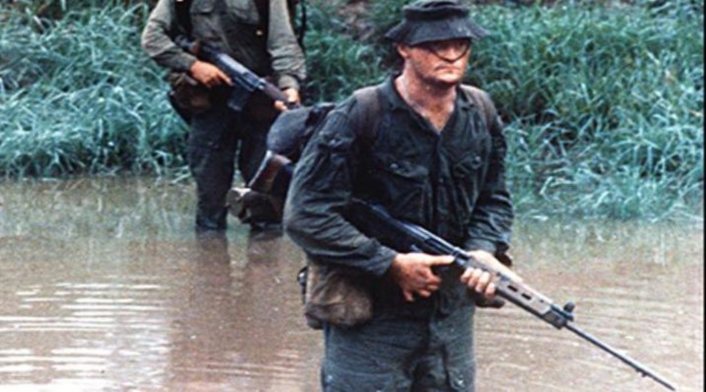 Khau sung truong phuong Tay la doi thu cua AK-47 trong Chien tranh Lanh-Hinh-18