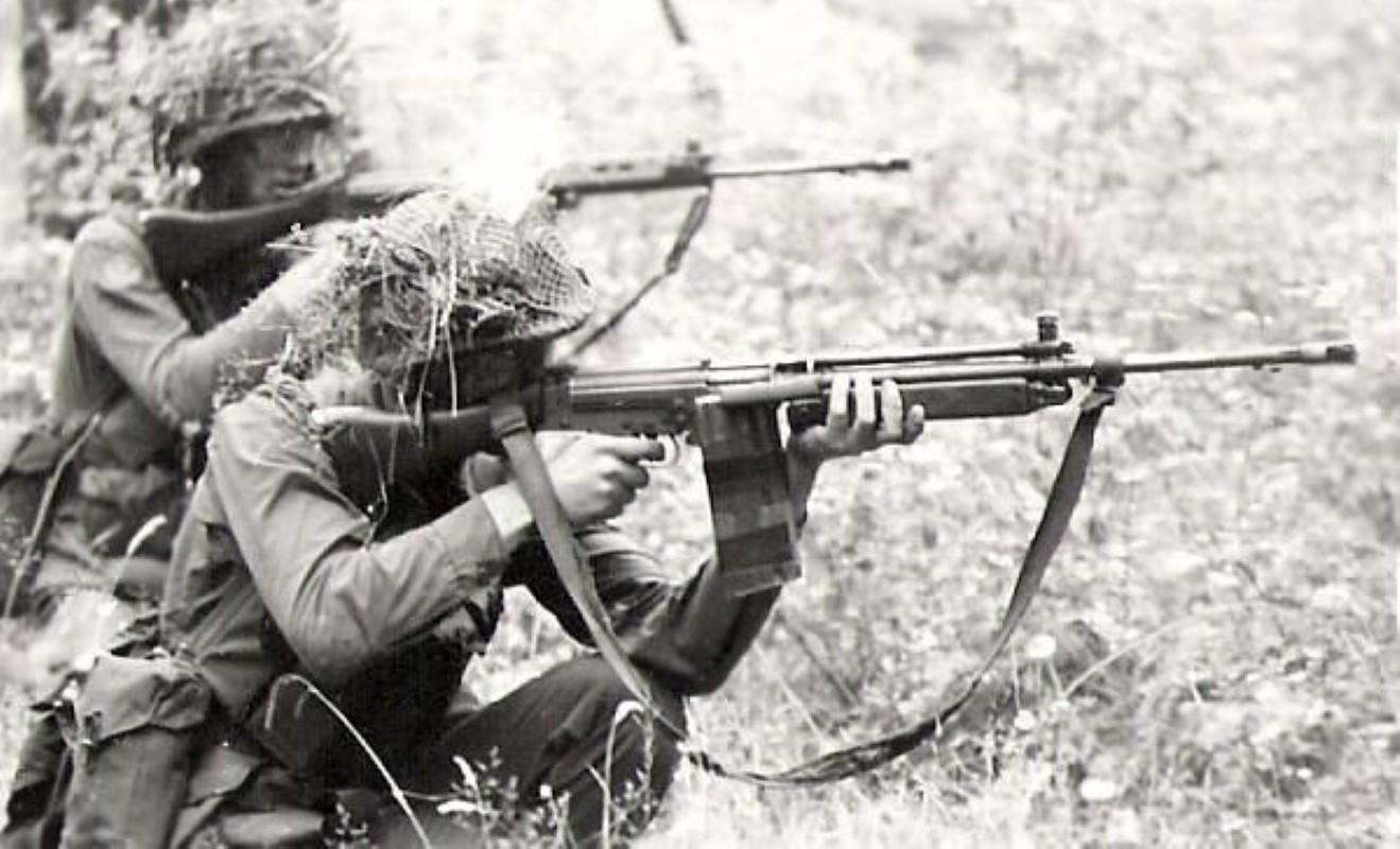 Khau sung truong phuong Tay la doi thu cua AK-47 trong Chien tranh Lanh-Hinh-19