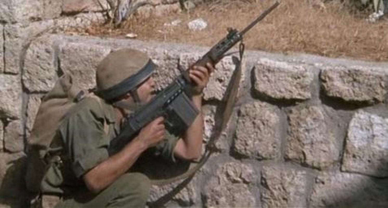 Khau sung truong phuong Tay la doi thu cua AK-47 trong Chien tranh Lanh-Hinh-20