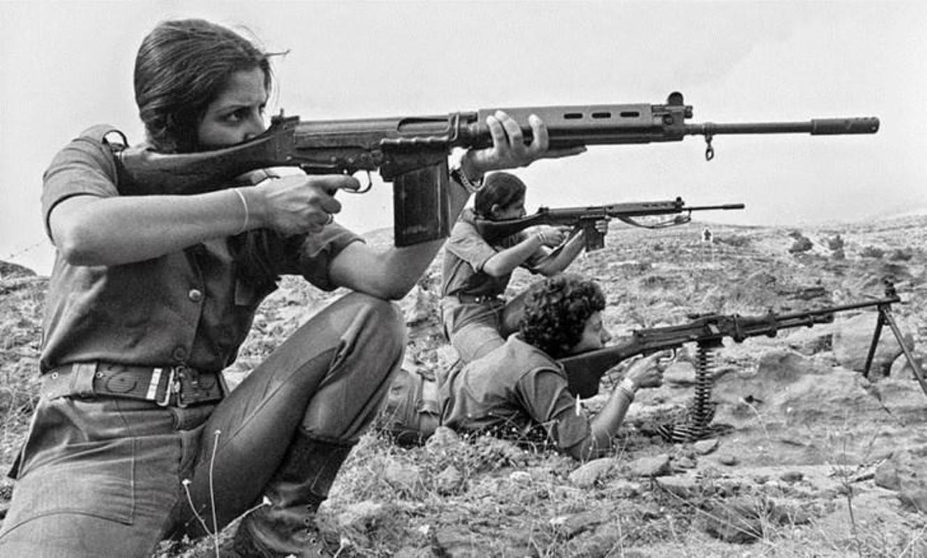 Khau sung truong phuong Tay la doi thu cua AK-47 trong Chien tranh Lanh-Hinh-5