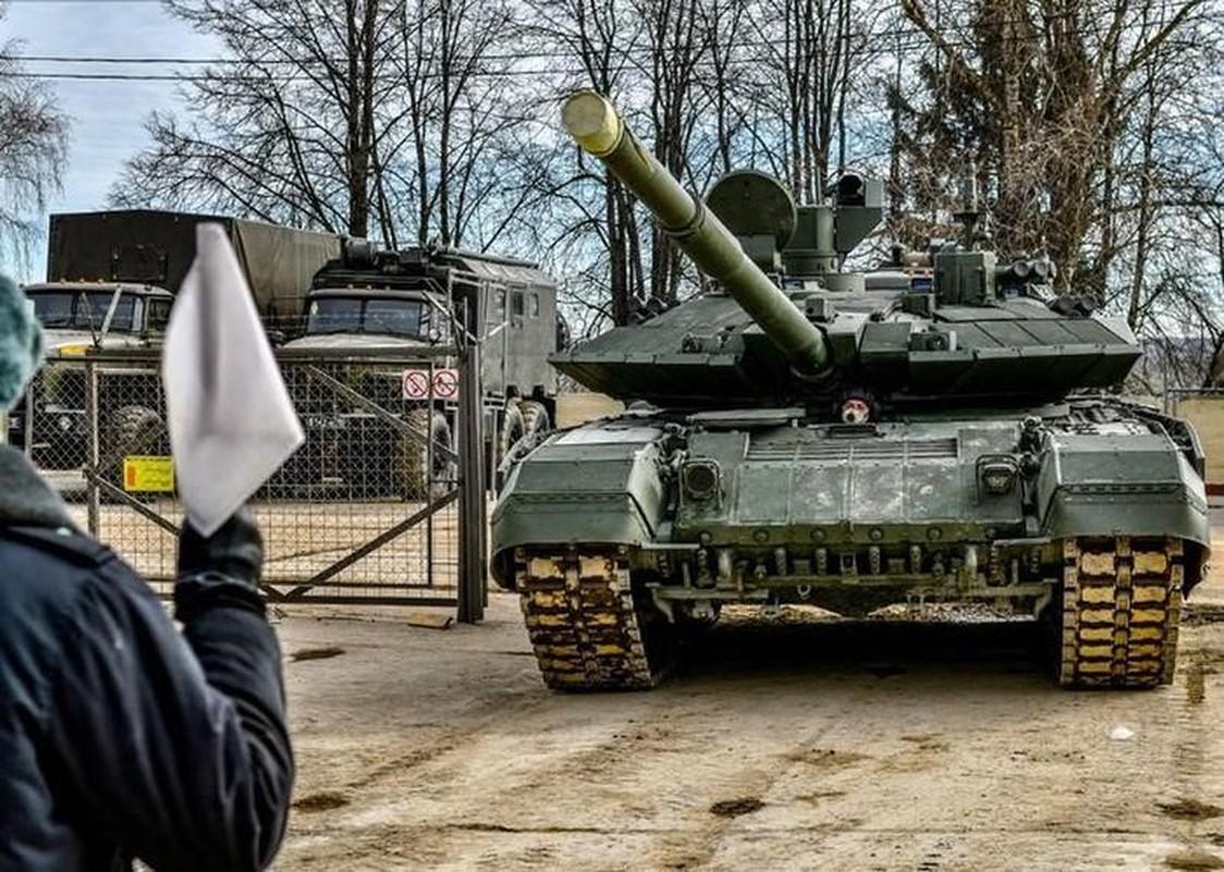 Vi sao Nga tang cuong hang tram xe tang T-90M cho Quan khu phia Nam?