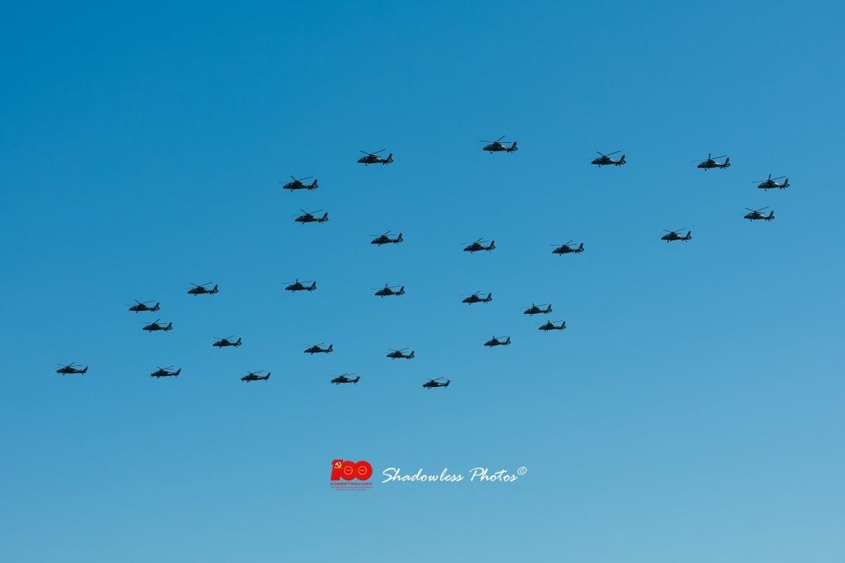 Dan may bay Trung Quoc chuan bi cho le duyet binh tren khong-Hinh-2