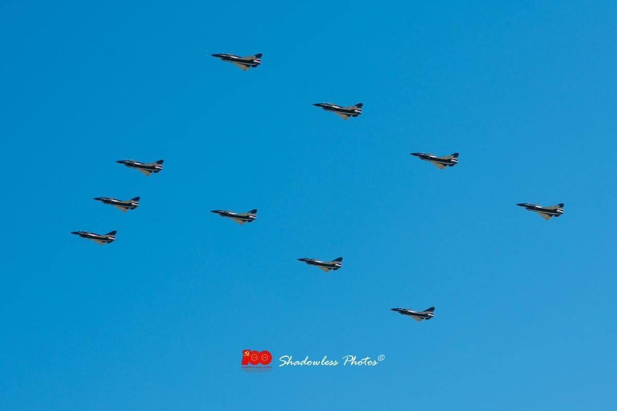 Dan may bay Trung Quoc chuan bi cho le duyet binh tren khong-Hinh-3