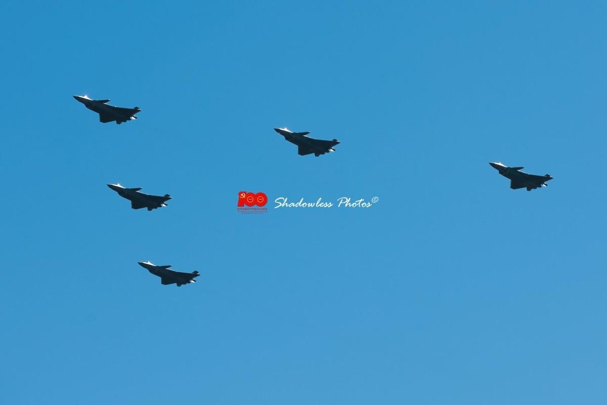 Dan may bay Trung Quoc chuan bi cho le duyet binh tren khong-Hinh-4
