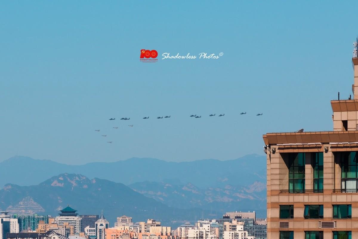Dan may bay Trung Quoc chuan bi cho le duyet binh tren khong-Hinh-6