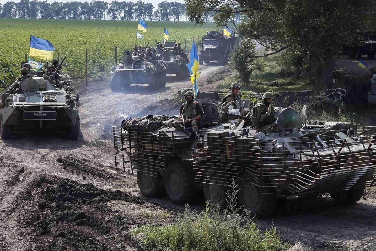 Lan dau tien trong lich su, bom dan NATO na vao Donbass-Hinh-10