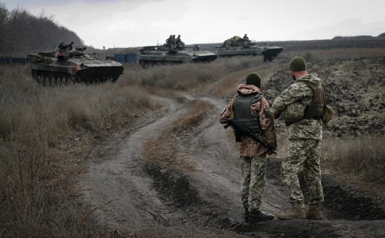 Lan dau tien trong lich su, bom dan NATO na vao Donbass-Hinh-11