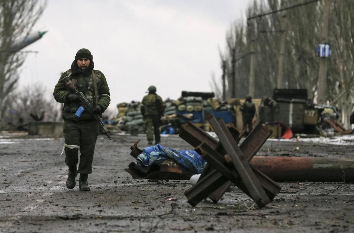 Lan dau tien trong lich su, bom dan NATO na vao Donbass-Hinh-12