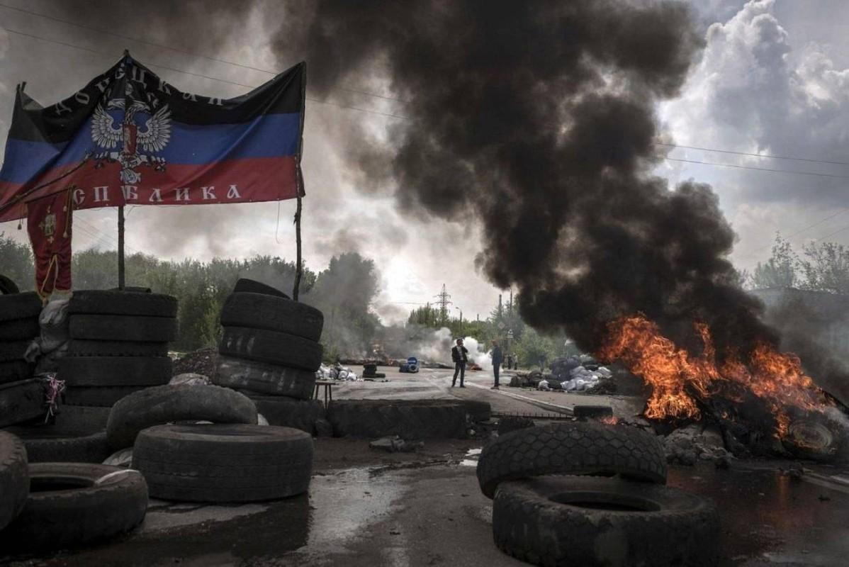 Lan dau tien trong lich su, bom dan NATO na vao Donbass-Hinh-2