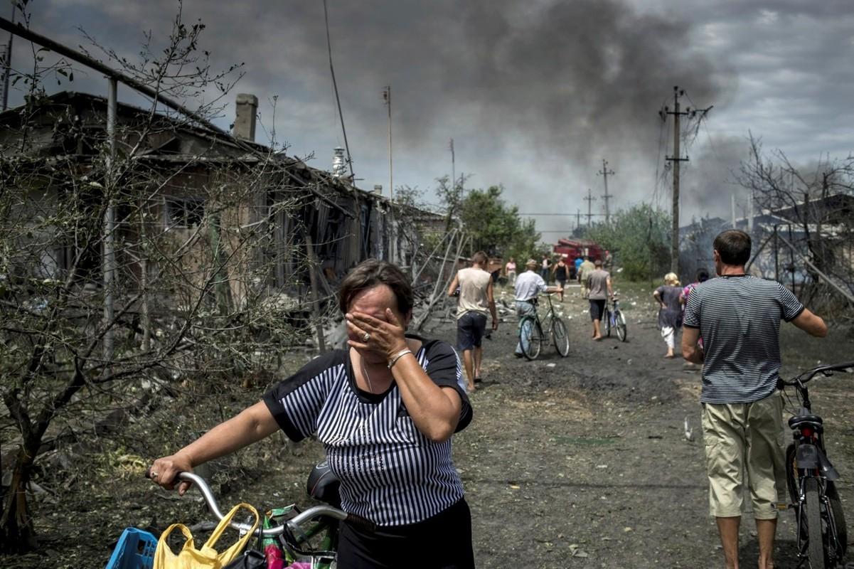 Lan dau tien trong lich su, bom dan NATO na vao Donbass-Hinh-5
