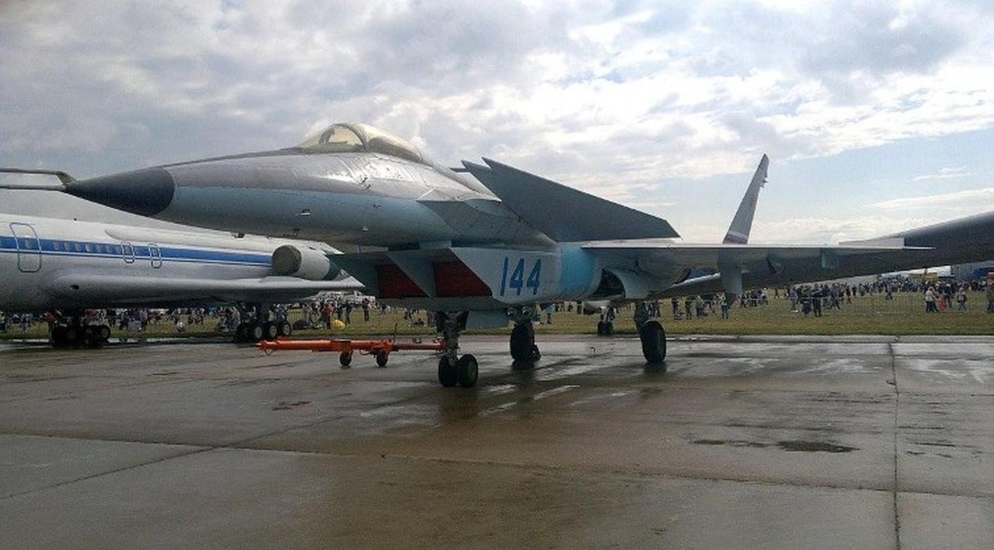Nga tiep tuc gay soc tai MAKS 2021 voi tiem kich tang hinh bi an MiG-49-Hinh-10