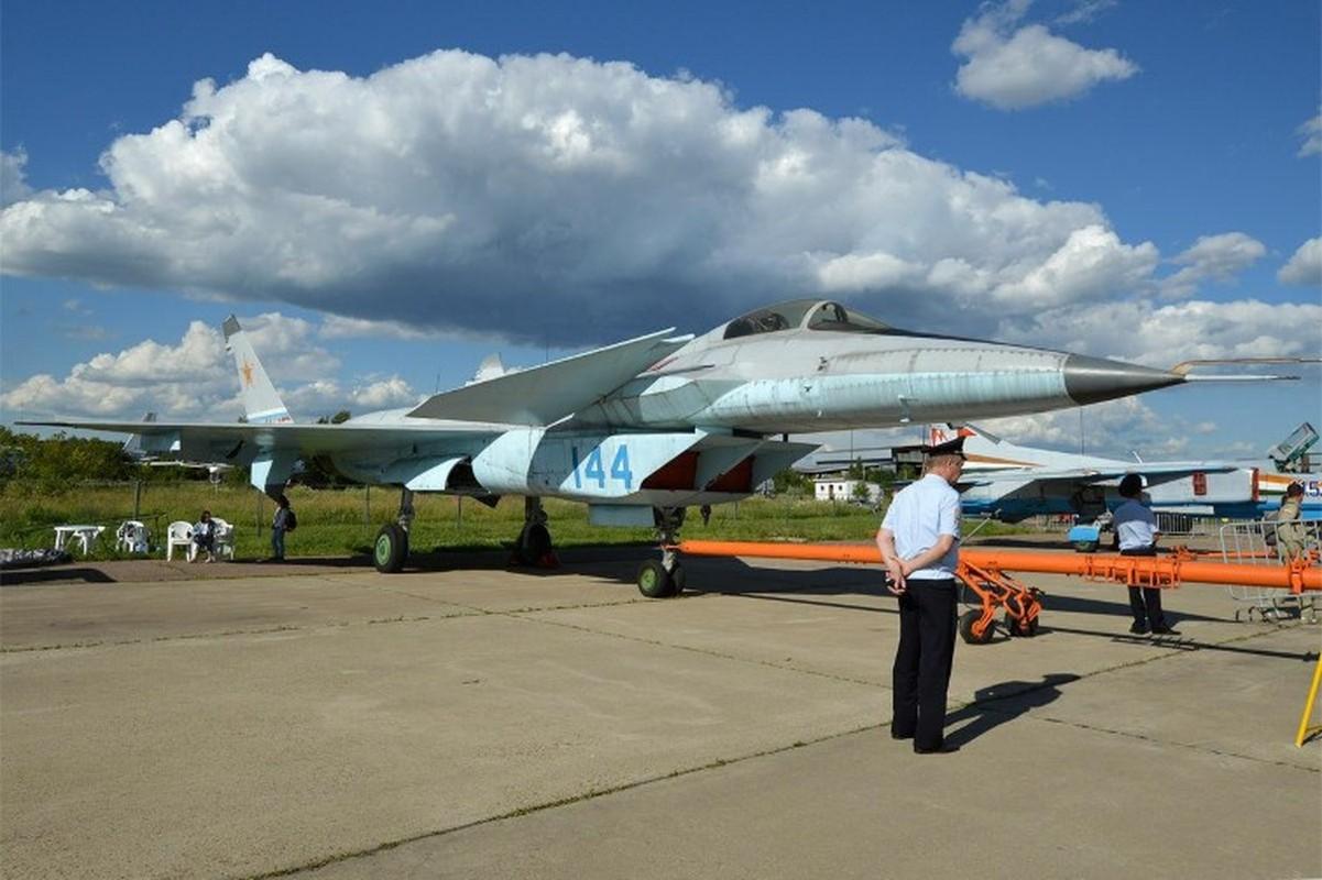 Nga tiep tuc gay soc tai MAKS 2021 voi tiem kich tang hinh bi an MiG-49-Hinh-11