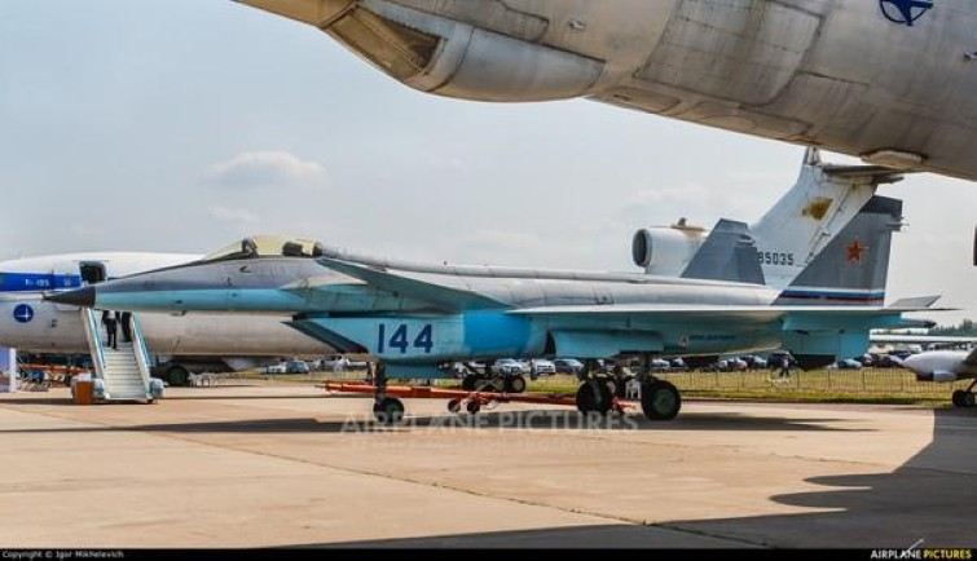 Nga tiep tuc gay soc tai MAKS 2021 voi tiem kich tang hinh bi an MiG-49-Hinh-12